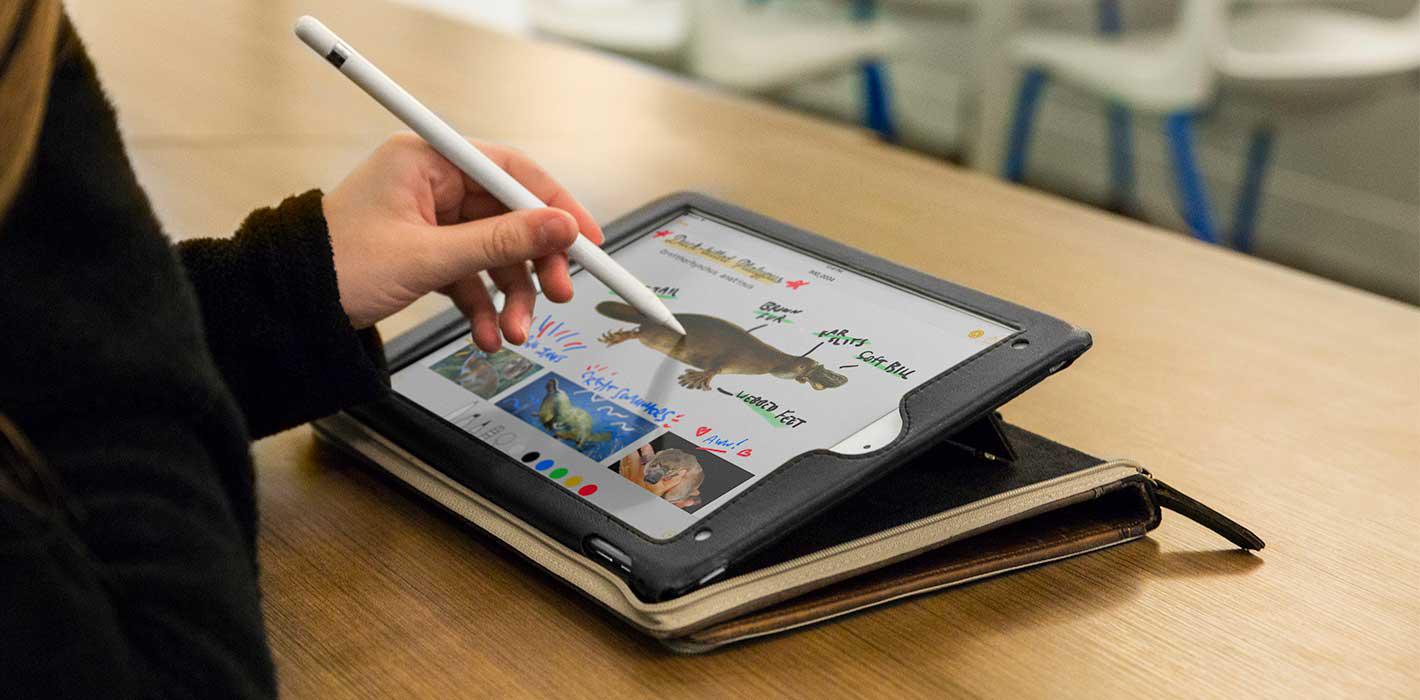 Ideális szög az Apple Pencil használatához.